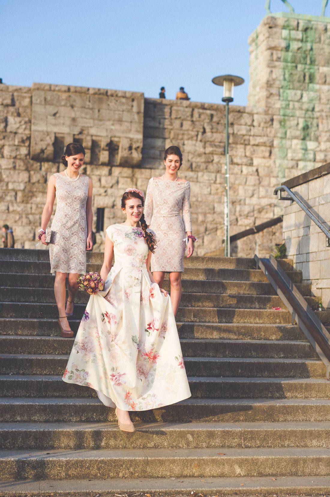 frühlings-Brautkleid mit Blumenprint