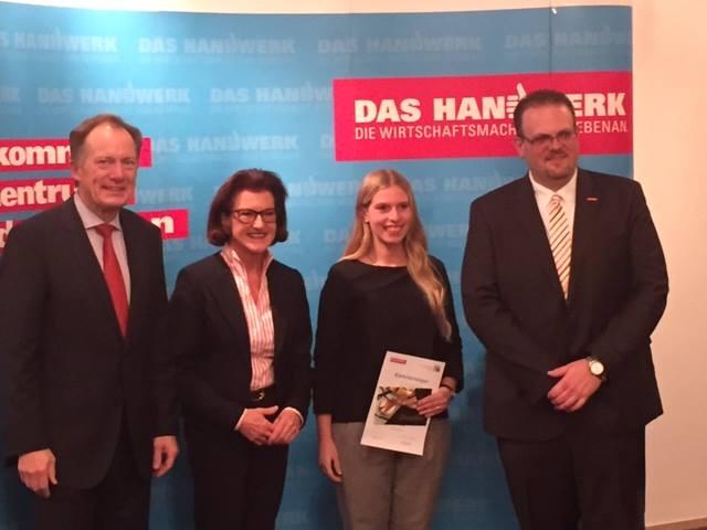 Gesellin Maya Joisten erster Platz Leistungswettbewerb des deutschen Handwerks Maßschneiderin