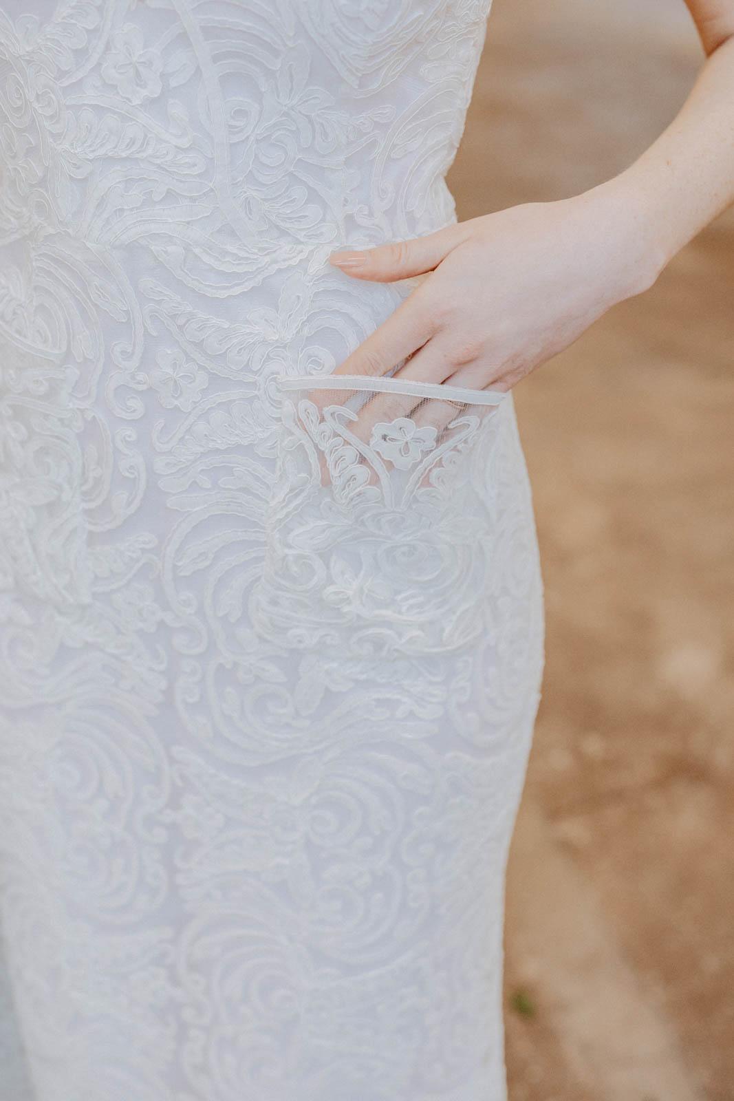 Brautkleid mit Tasche im Detail